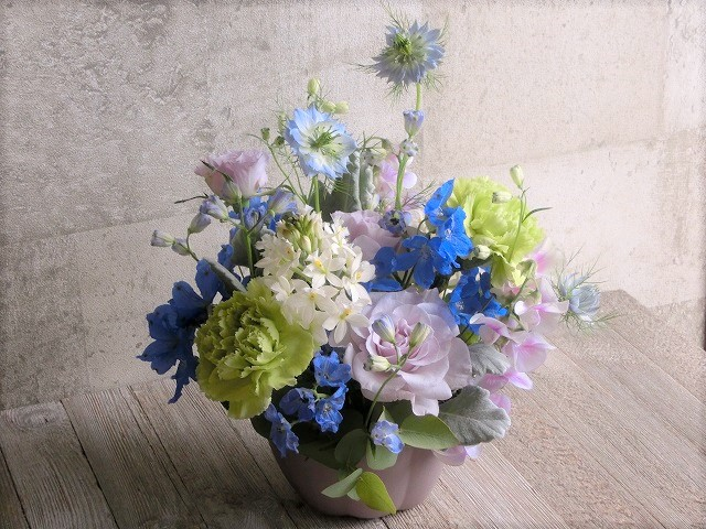 生花 ブルーとグリーン系 カーネとバラ