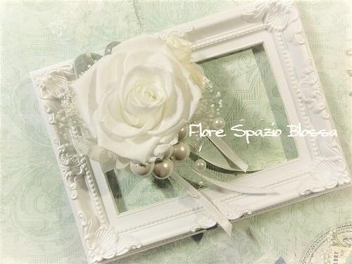 白い大輪のバラ・コサージュ