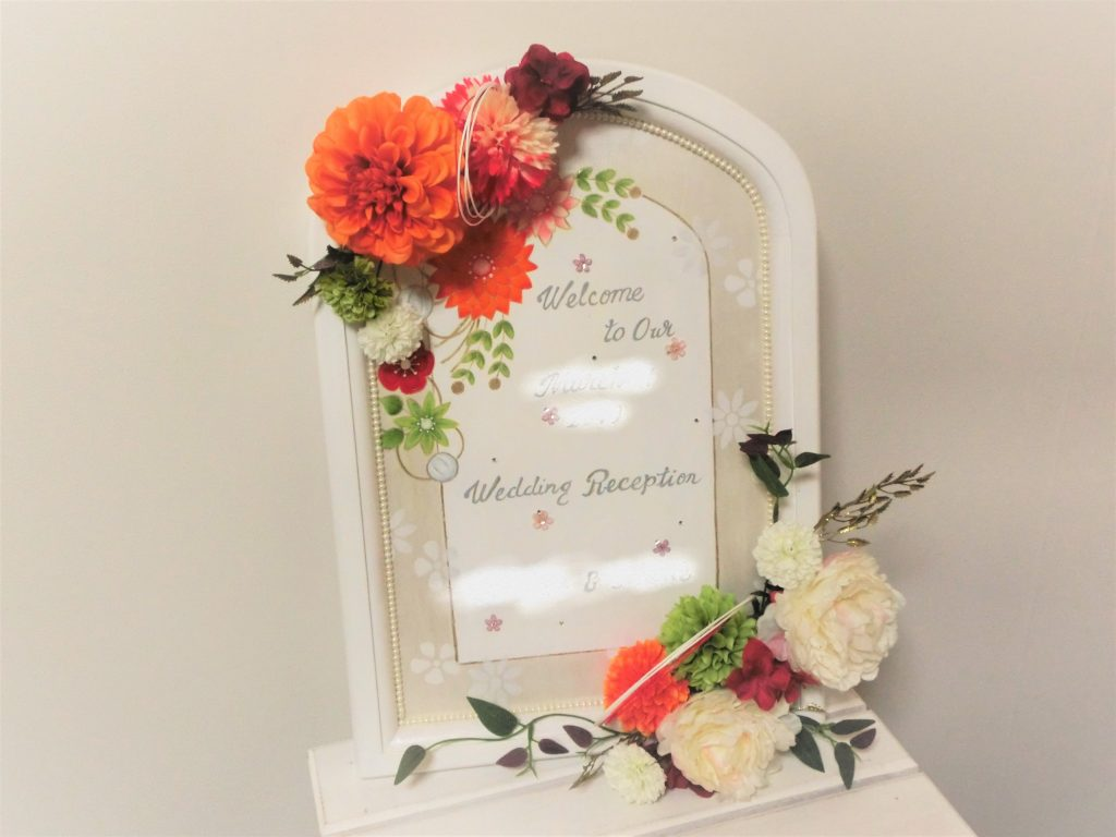 お母様がお嬢様のご結婚式のウェルカムボードを手作り♡・アーティフシャルフラワー