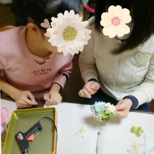キッズレッスン 中学生の子もお花を楽しんでます♪